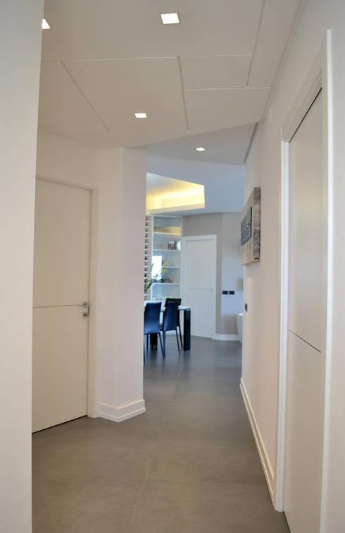 Corridor & hallway by tizianavitielloarchitetto