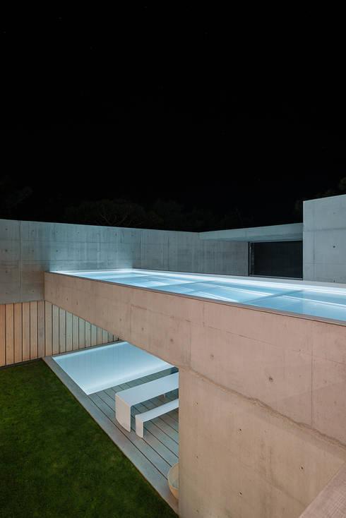 Piletas de estilo  por guedes cruz arquitectos