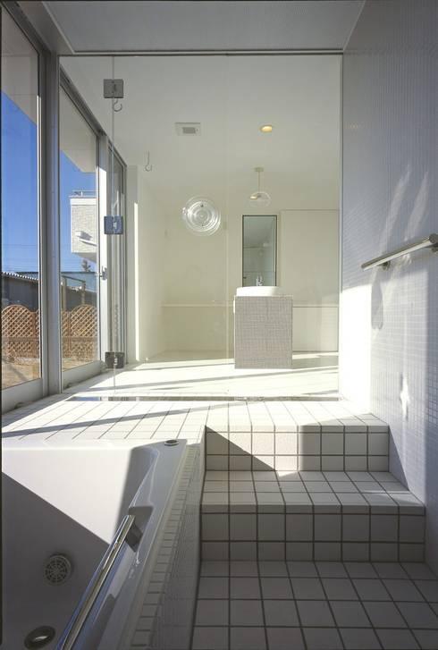 アルフラー邸: ジャムズが手掛けた浴室です。