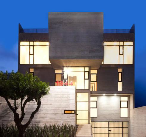 Bartolache 1944: Casas de estilo moderno por Miguel de la Torre Arquitectos