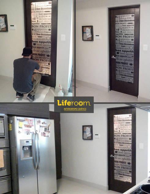 Puerta de Cocina:  de estilo  por Liferoom