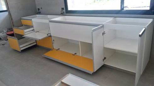 Muebles de cocina modernos de x design muebles homify for Cocina estilo moderno