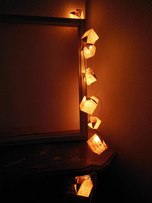 Guirlande lumineuse origami: Chambre de style  par Du O du Grenier
