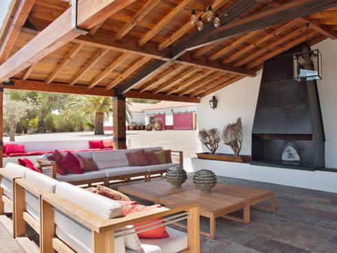 SOUTHERN COMFORT: Casas rústicas por SA&V - SAARANHA&VASCONCELOS