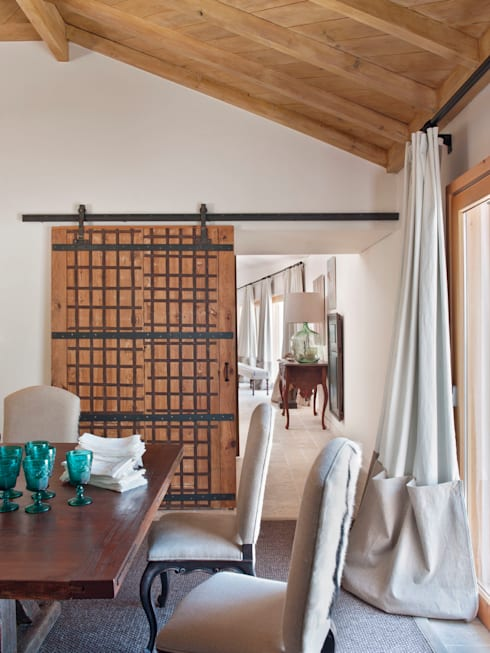 Dining room by SA&V - SAARANHA&VASCONCELOS