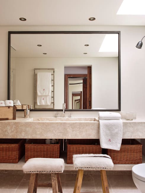 Banheiros rústicos por SA&V - SAARANHA&VASCONCELOS