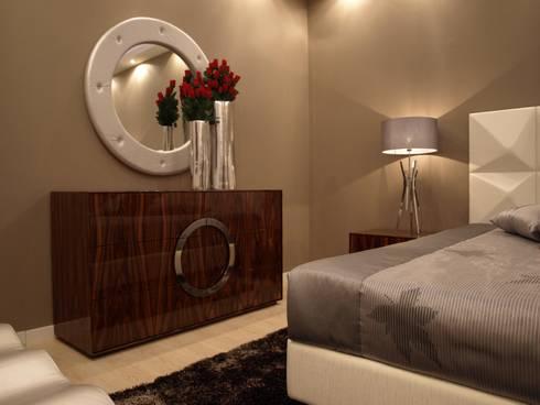 Quarto Gold: Quarto  por JG Mobiliário Interiores