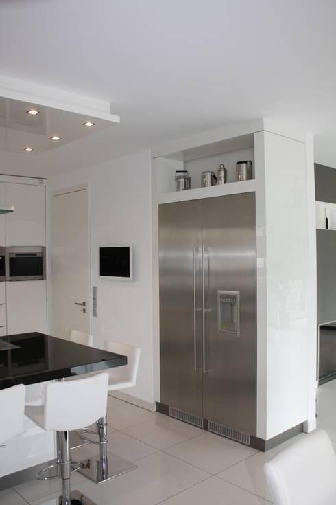 Cocinas de estilo moderno por Horst Fetting Individueller Innenausbau