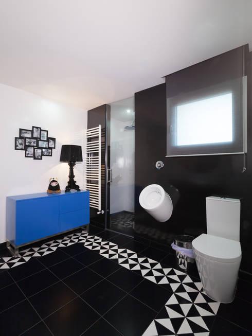 Moradia Fátima: Casas de banho modernas por Ready Solutions