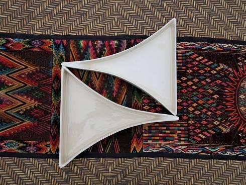 Plato Triangular: Cocina de estilo  por ManoLatina