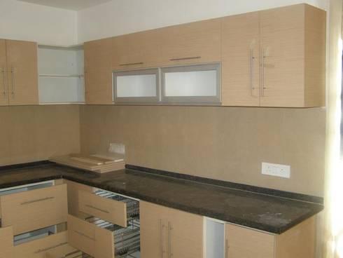 Jaypee Wishtown Noida: modern Kitchen by Impetus kitchens
