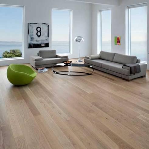 Pisos para Interiores y Exteriores: Paredes y pisos de estilo moderno por Escuadra Arquitectura C.A