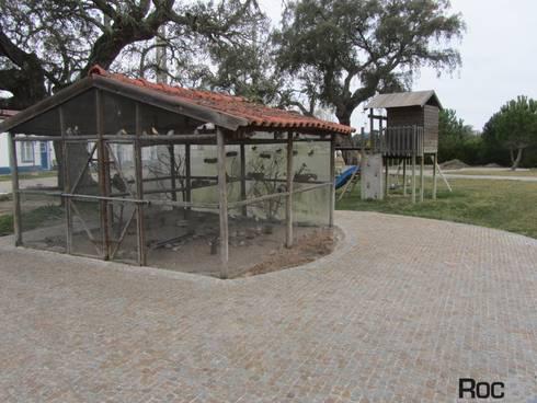Arranjos Exteriores na herdade Monte das Faias, Grândola: Hotéis  por Roc2c