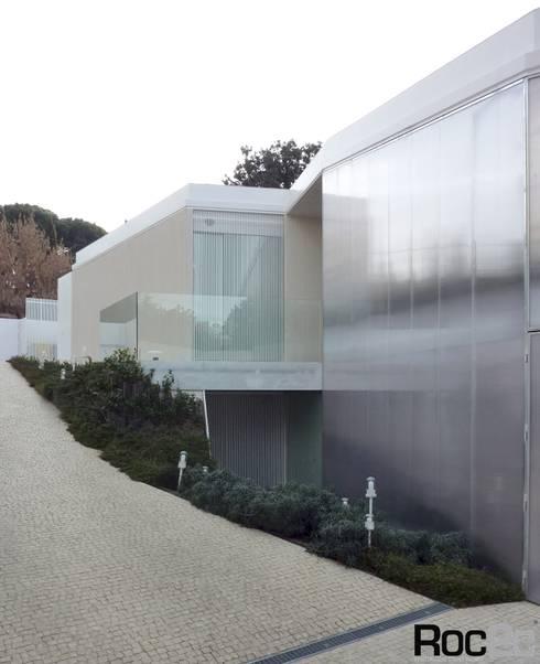 Calçada # house # 1.130, Madrid – Arquitetura Estudio Entresitio: Casas modernas por Roc2c