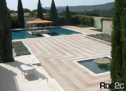 Calçada em Mansão Mediterrânea, Saint Tropez: Casas mediterrânicas por Roc2c