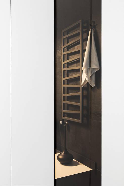 CC /_\ CONCRETE CONCEPT by KASIA ORWAT home design: styl , w kategorii Łazienka zaprojektowany przez WERONIKA TROJANOWSKA photographer