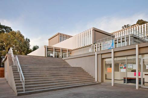 USET-OPD TLAXCALA: Estudios y oficinas de estilo moderno por Miguel de la Torre Arquitectos