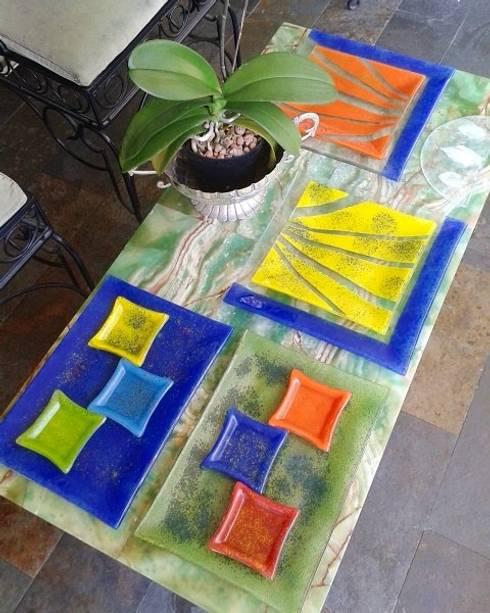 Platos a color: Cocina de estilo  por Helena Acedo Vidrio