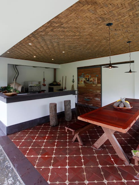 Kitchen by Carlos Salles Arquitetura e Interiores