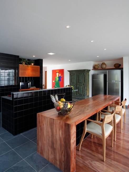 Projekty,  Kuchnia zaprojektowane przez Carlos Salles Arquitetura e Interiores