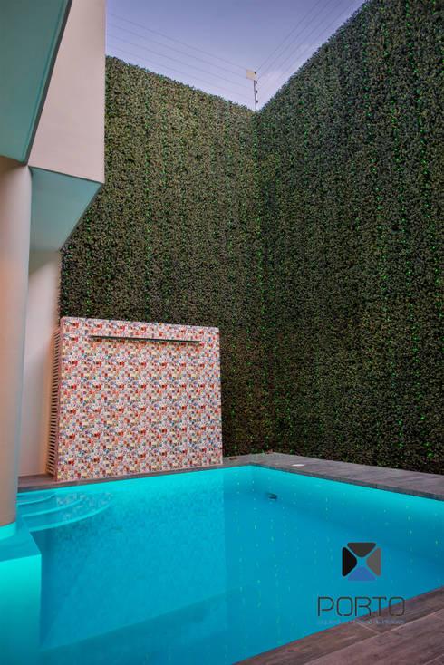 Piscinas de estilo  por PORTO Arquitectura + Diseño de Interiores