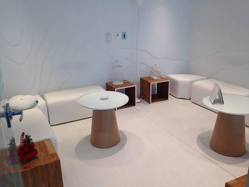Oficinas interiores: Salas de estilo ecléctico por CHIMI