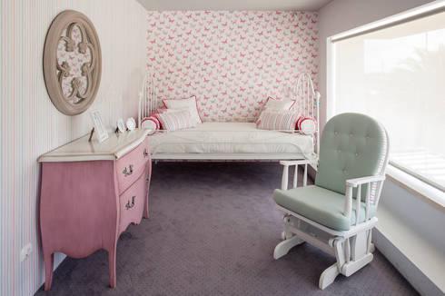 Quarto infantil: Quarto de crianças  por Alfama Home Vintage