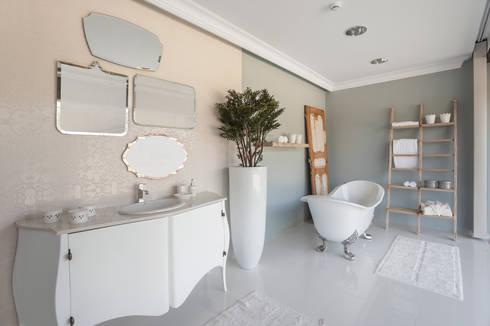 Casa de banho shabby chic: Casa de banho  por Alfama Home Vintage