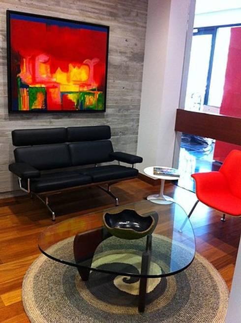 Oficinas Davivienda, Brickel MIAMI: Pasillos y vestíbulos de estilo  por CHIMI