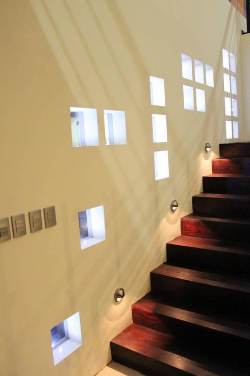 Casa J+S ARQUIMIA ARQUITECTOS: Paredes de estilo  por Arquimia Arquitectos