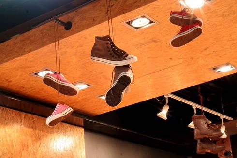 Deportes Güicho: Paredes de estilo  por BCA taller de diseño
