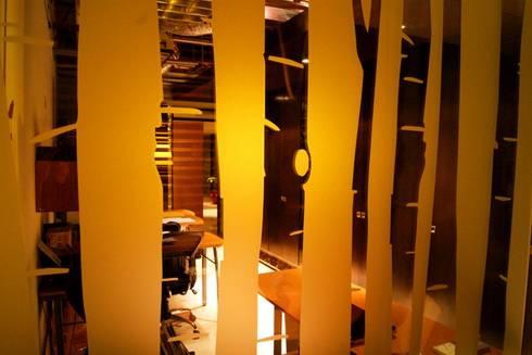 Oficinas BCA : Paredes de estilo  por BCA taller de diseño
