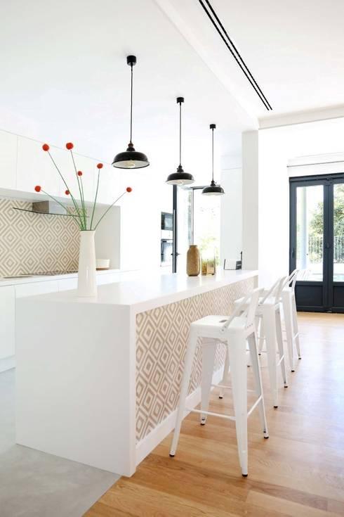T3 Lisbon Luxury Apartment: Cozinhas modernas por EU LISBOA