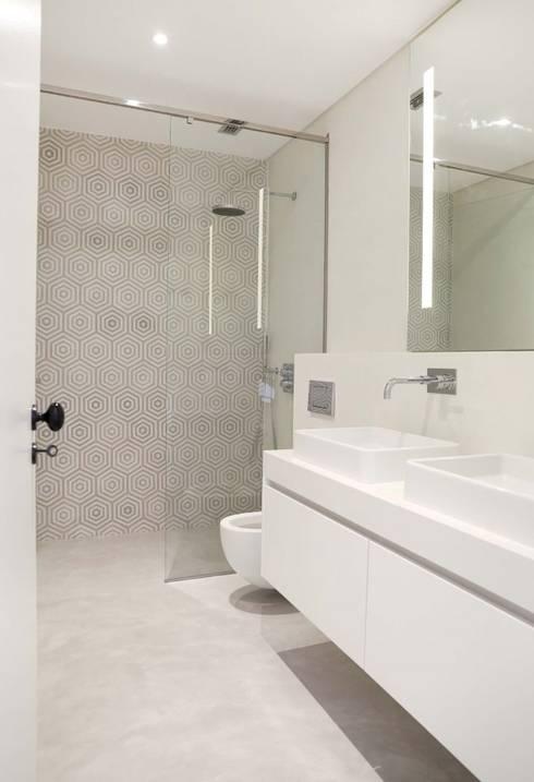 T3 Lisbon Luxury Apartment: Casas de banho modernas por EU LISBOA