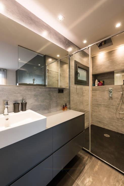 Bagno in stile in stile Moderno di Standal