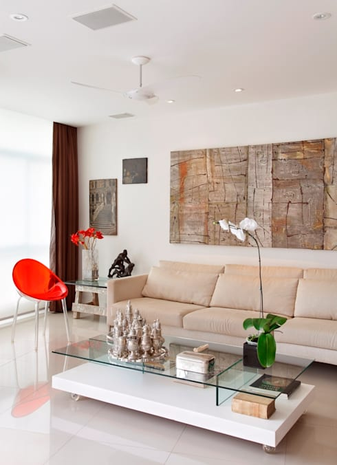 غرفة المعيشة تنفيذ Carlos Salles Arquitetura e Interiores