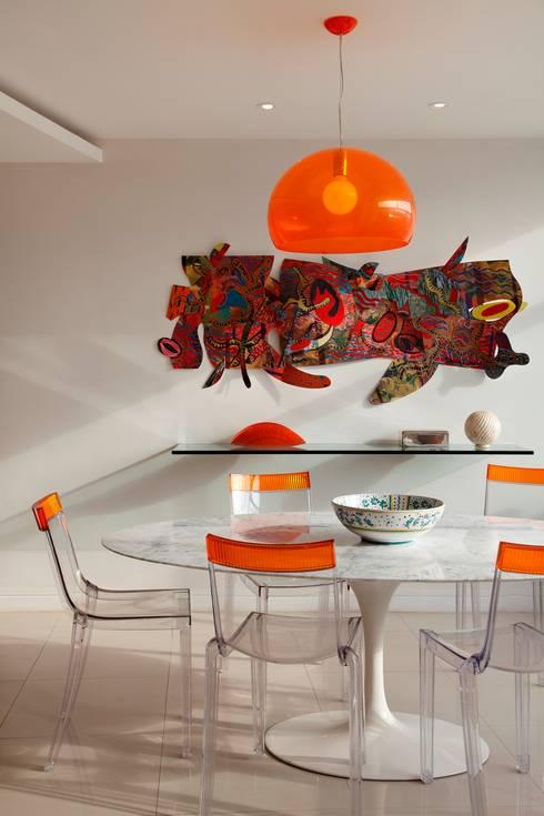 Sala da pranzo in stile in stile Moderno di Carlos Salles Arquitetura e Interiores