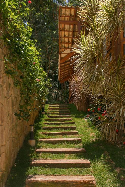 Casas de estilo rural por CAMILA FERREIRA ARQUITETURA E INTERIORES