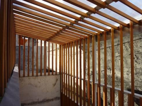 Celos a de madera de deck cerramiento un de patio interno - Cerramiento de madera ...