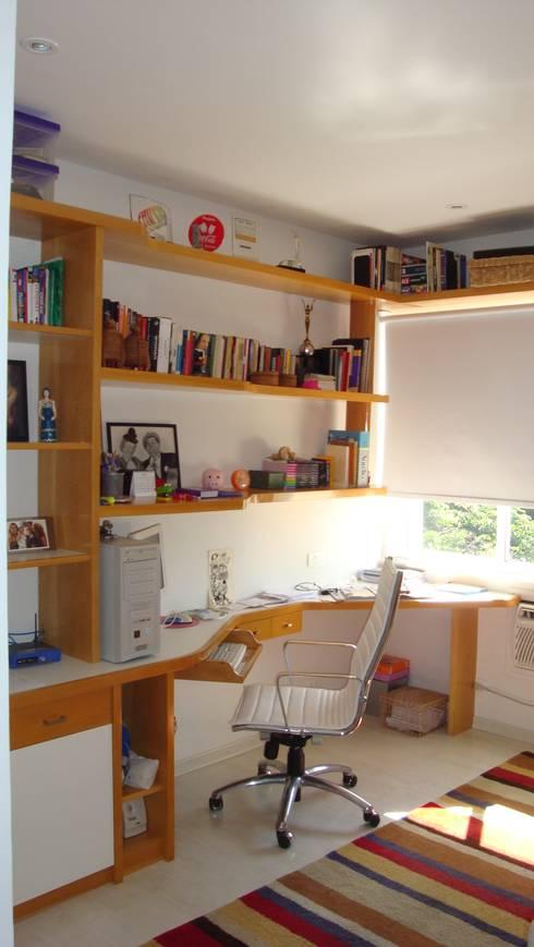Apartamento - Gávea - Rio: Escritórios  por Carlos Salles Arquitetura e Interiores