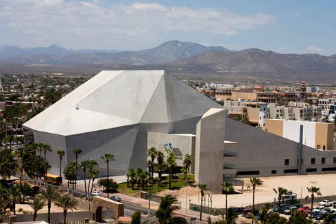 Pabellón Cultural de la República: Casas de estilo moderno por Serrano Monjaraz Arquitectos