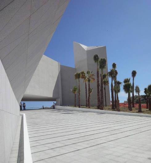 Pabellón Cultural de la República: Pasillos y recibidores de estilo  por Serrano Monjaraz Arquitectos