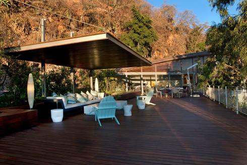 Casa L : Terrazas de estilo  por Serrano Monjaraz Arquitectos