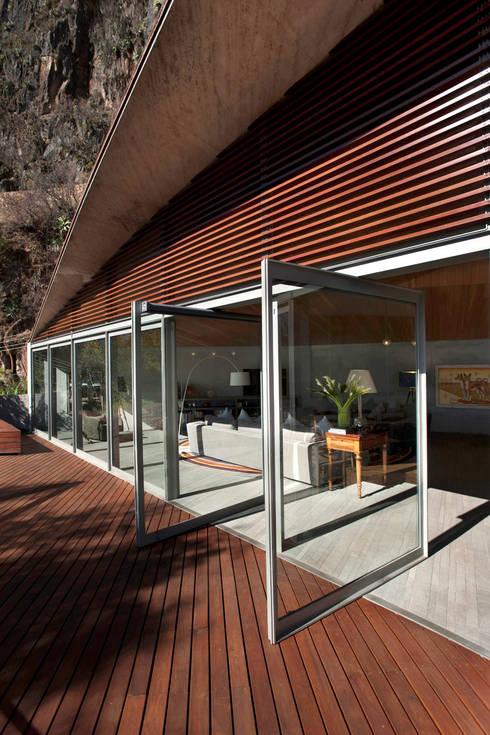 Terrazas de estilo  por Serrano Monjaraz Arquitectos