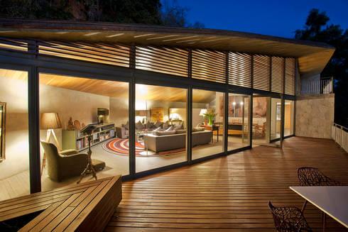 Casa L : Casas de estilo moderno por Serrano Monjaraz Arquitectos