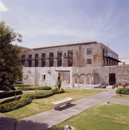 Hotel La Purificadora: Casas de estilo moderno por Serrano Monjaraz Arquitectos