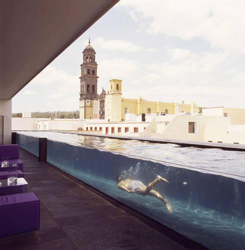 Piscinas de estilo  por Serrano Monjaraz Arquitectos