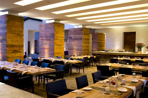 Hotel La Purificadora: Comedores de estilo moderno por Serrano Monjaraz Arquitectos