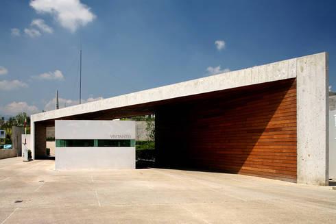 Cumbres de Santa Fé: Casas de estilo moderno por Serrano Monjaraz Arquitectos