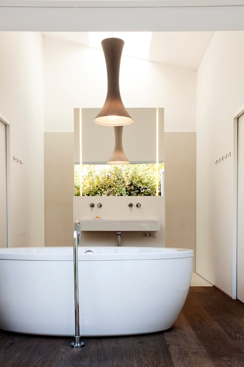 Bathroom by LOVE architecture and urbanism